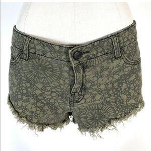 BDG Shorts Size 27 Denim Low Rise MIA Low & Loose